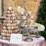 20 macaron multicolored tiered display wedding - Cupcakes y Macarons.