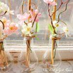 diy light bulb vases 1 500x333 - Decorar con una Bombilla