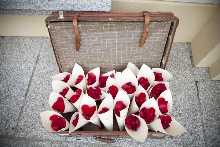maleta petalos de rosas - Las Maletas Vintage estan Totally de Moda!