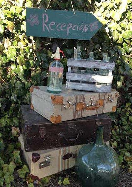 Decora tu boda con maletas antiguas y vintage