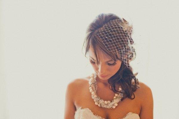 Novia con collar de perlas