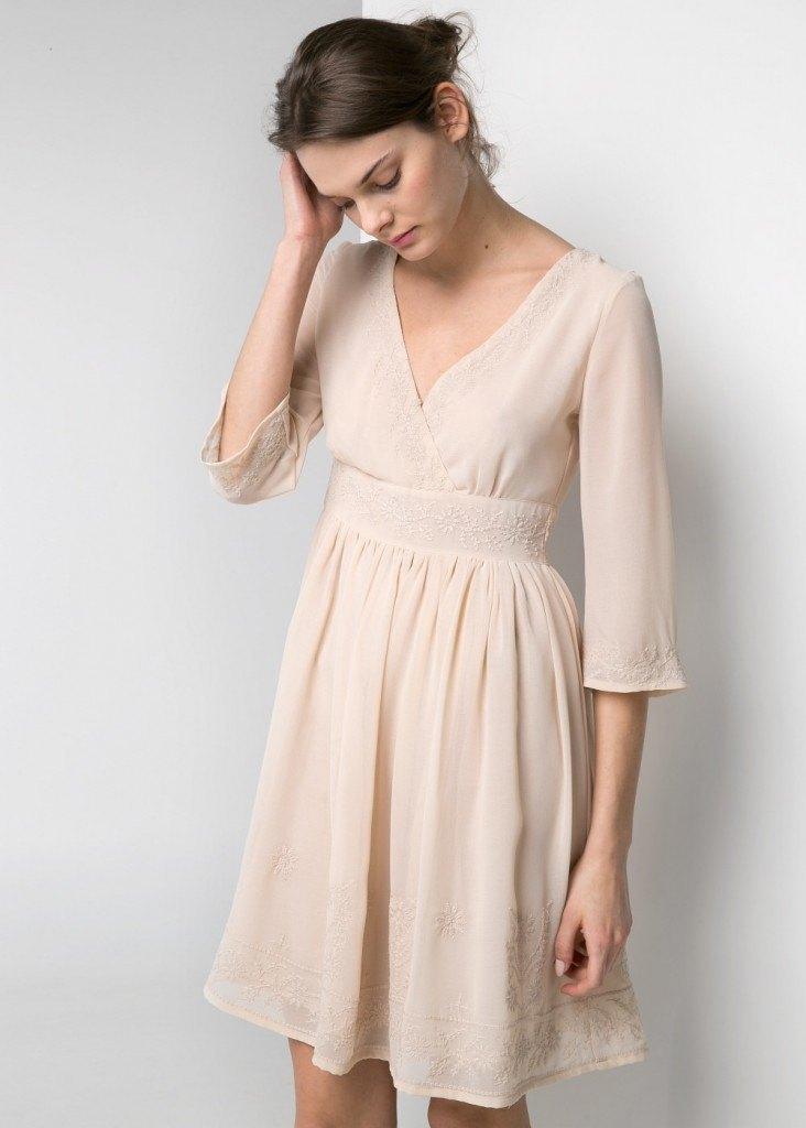 Vestido con detalles bordados 49.99€