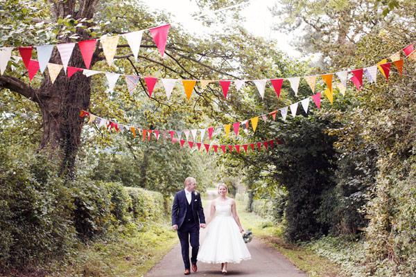 bodas-hoy-banderines-tipis-cojines-una-mezcla-L-gVyd6D