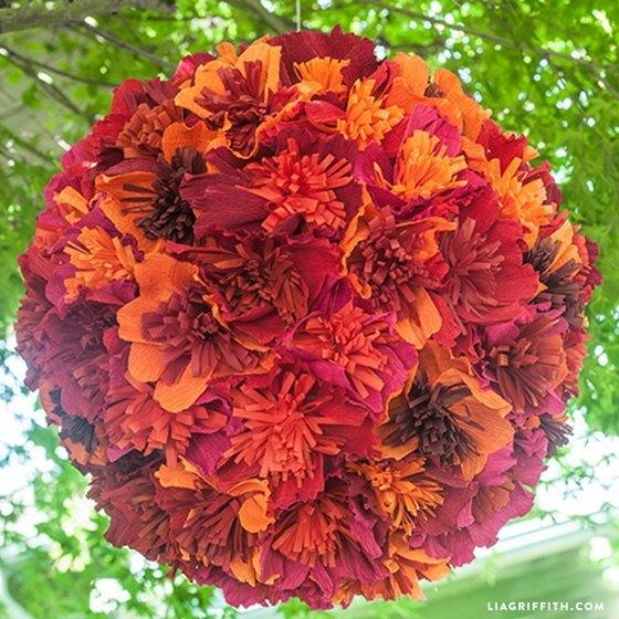 diy piñata para bodas con flores de papel