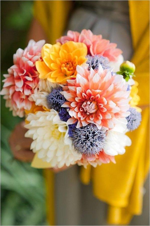 ramo de novia con dalias coloridas