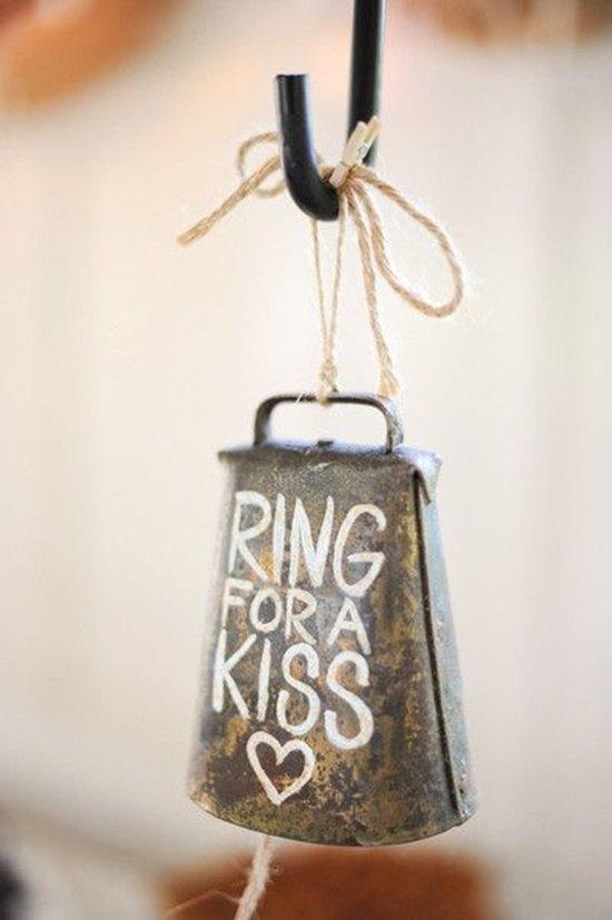 decoración de bodas rusticas ring for a kiss