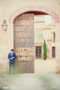 Boda de destino en Toscana novio - Editorial con aires a la toscana