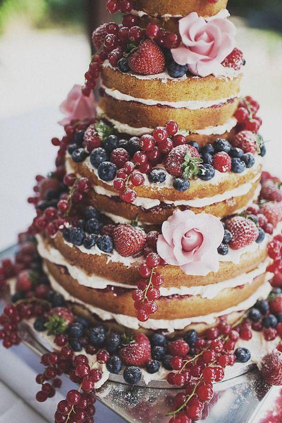 naked cake con frutas rojas