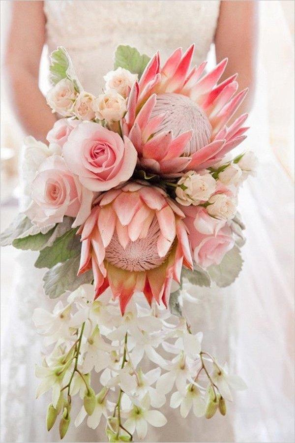 ramo de novia con varias proteas