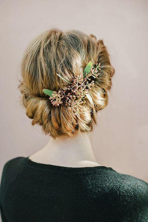 recogido para bodas con flores recogidos bajos para bodas - Peinados Bajos
