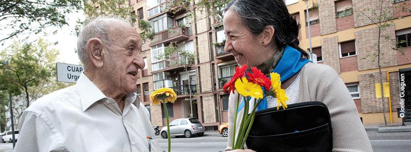 regalos solidarios para bodas: rosas contra el olvido