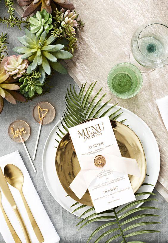 colores dorado y verde para las mesas de boda