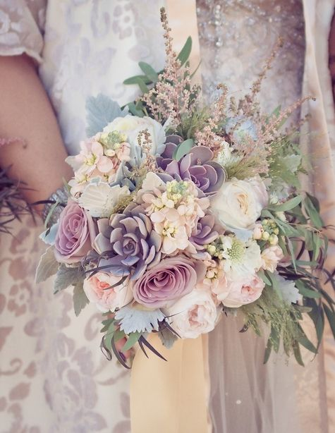 ramo de novia con suculentas en color