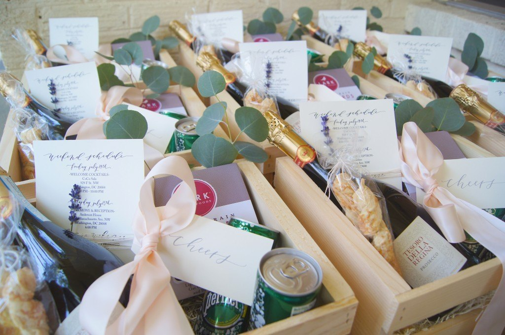 regalar botellitas de vino en boda