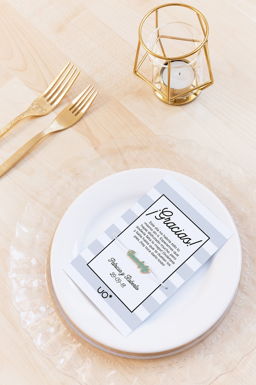 tarjeta con pulsera personalizada para bodas