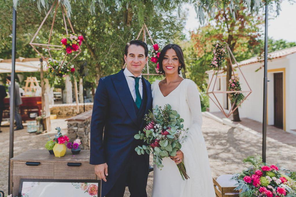 boda de raquel y tana con mascota 1 - La Vida es un Guateque