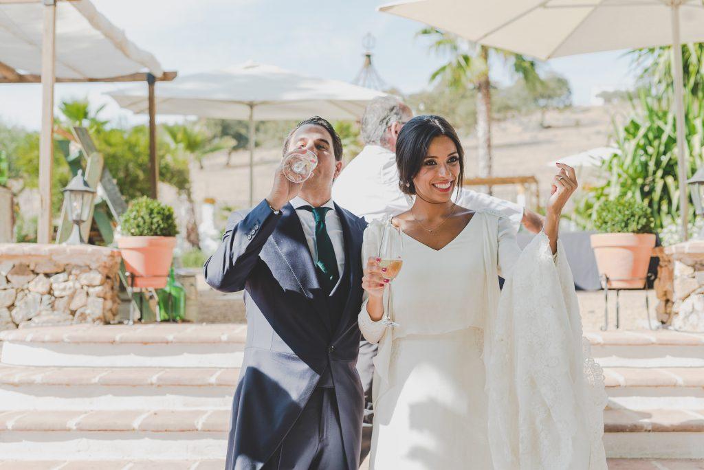 boda de raquel y tana con mascota 16 - La Vida es un Guateque