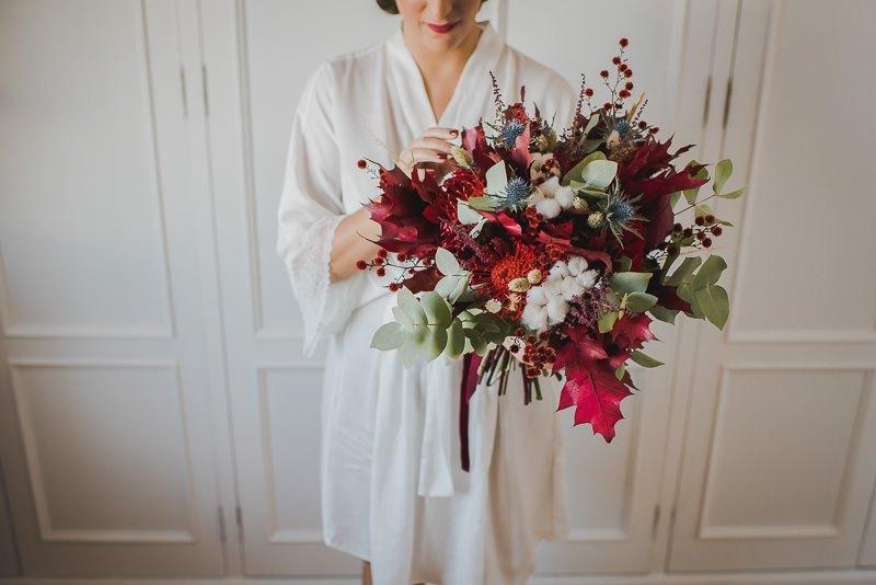 pyd boda adelanto 012 - Paloma y su Falda de Plumas de Colores