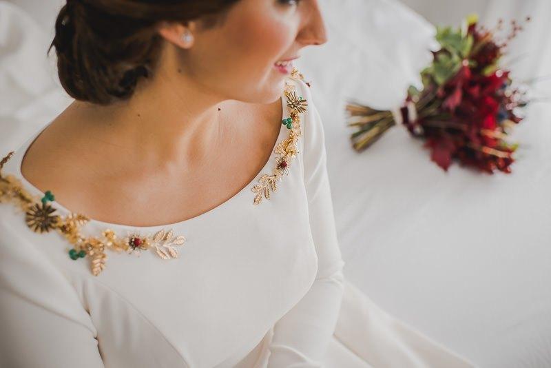 pyd boda adelanto 021 - Paloma y su Falda de Plumas de Colores