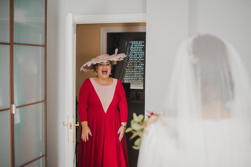 pyd boda adelanto 034 - Paloma y su Falda de Plumas de Colores