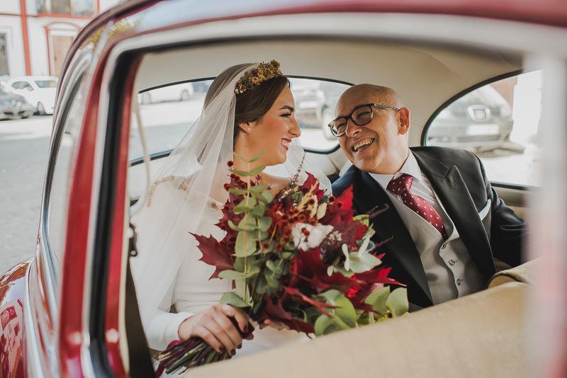 pyd boda adelanto 053 - Paloma y su Falda de Plumas de Colores