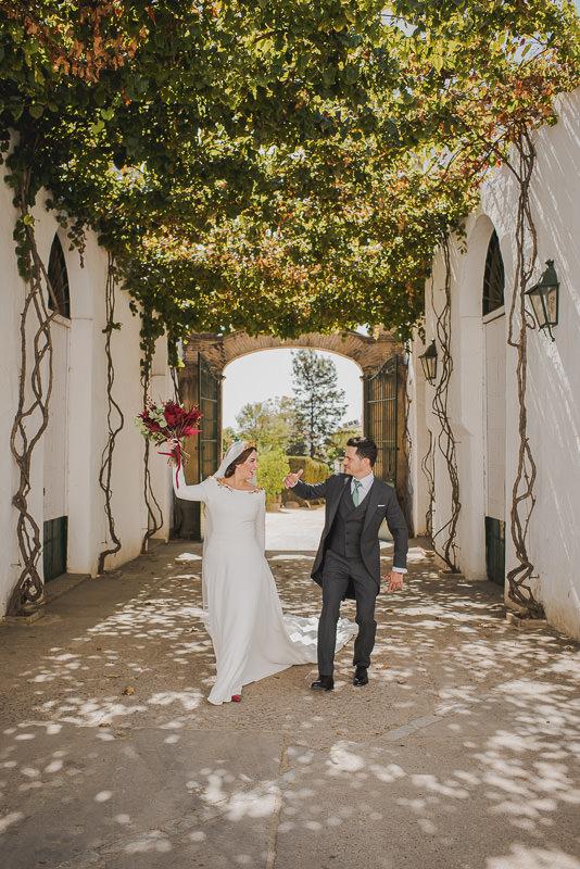 pyd boda adelanto 090 - Paloma y su Falda de Plumas de Colores