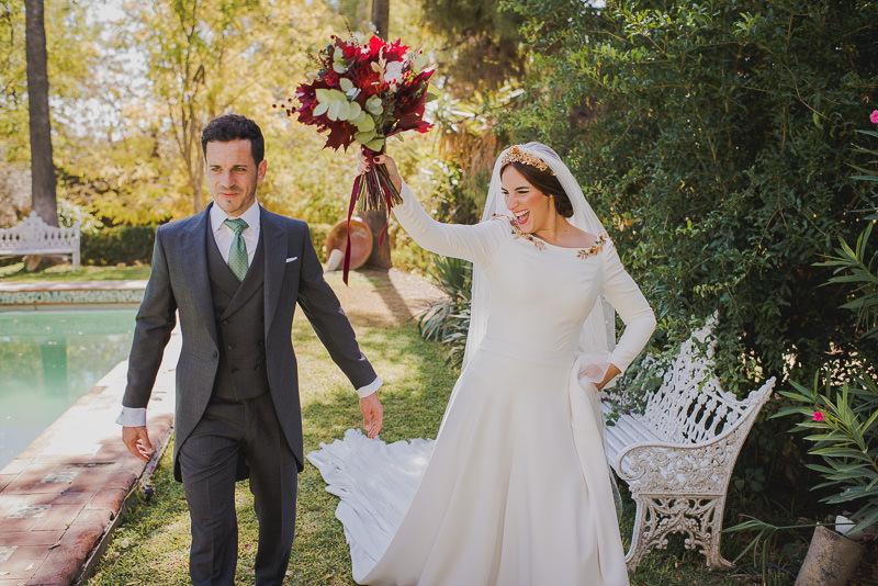 pyd boda adelanto 109 - Paloma y su Falda de Plumas de Colores