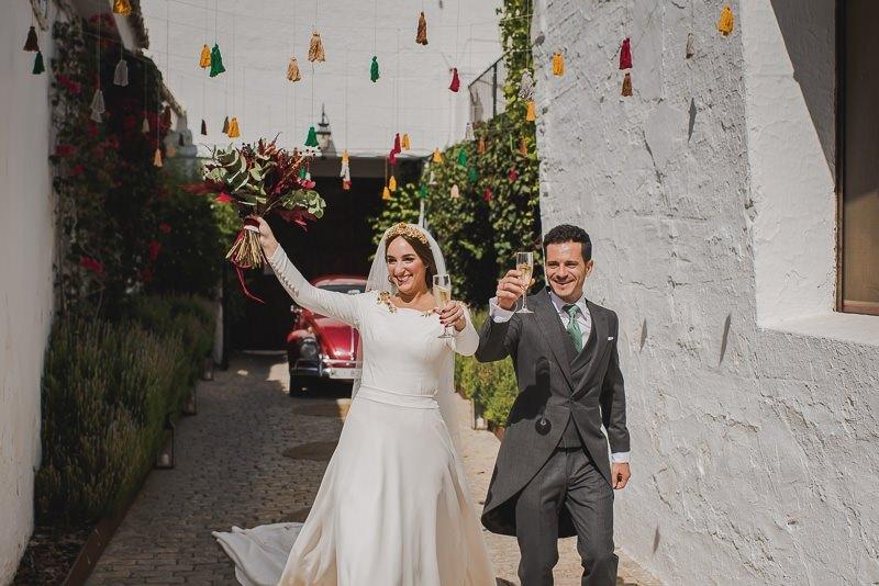 pyd boda adelanto 111 - Paloma y su Falda de Plumas de Colores