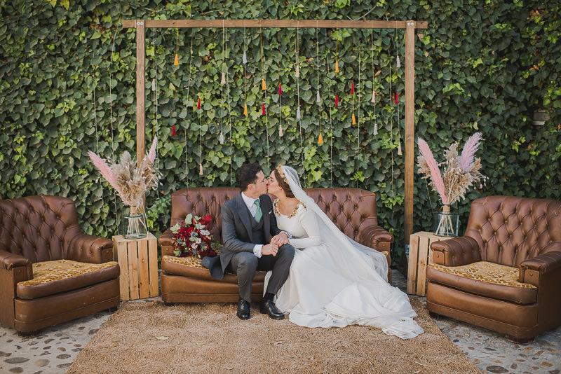 pyd boda adelanto 144 - Paloma y su Falda de Plumas de Colores