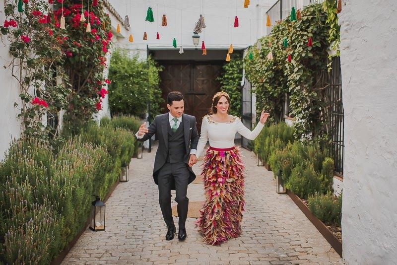 pyd boda adelanto 180 - Paloma y su Falda de Plumas de Colores