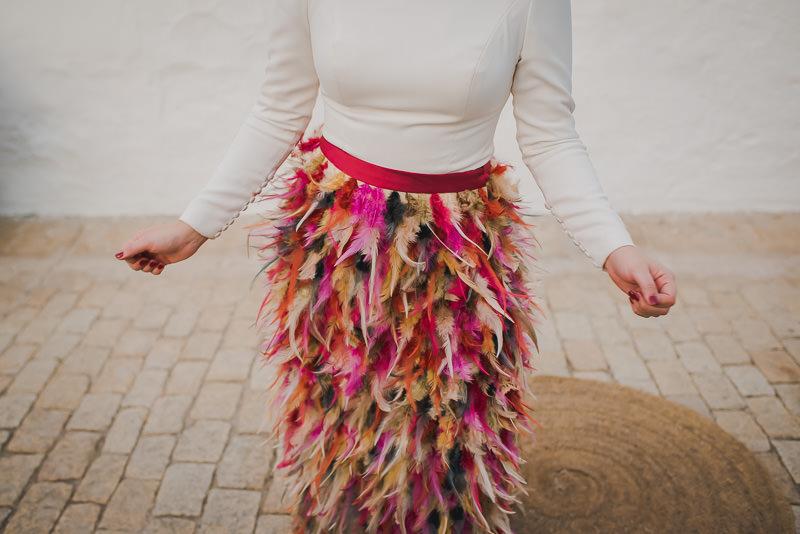 pyd boda adelanto 187 - Paloma y su Falda de Plumas de Colores
