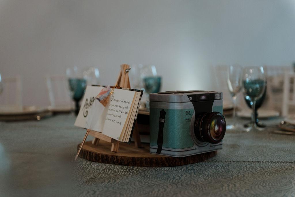 28 decoracion mesas bodas libros - ¿Necesitas Ayuda? ¡Conozca La Organizadora de Sueños!