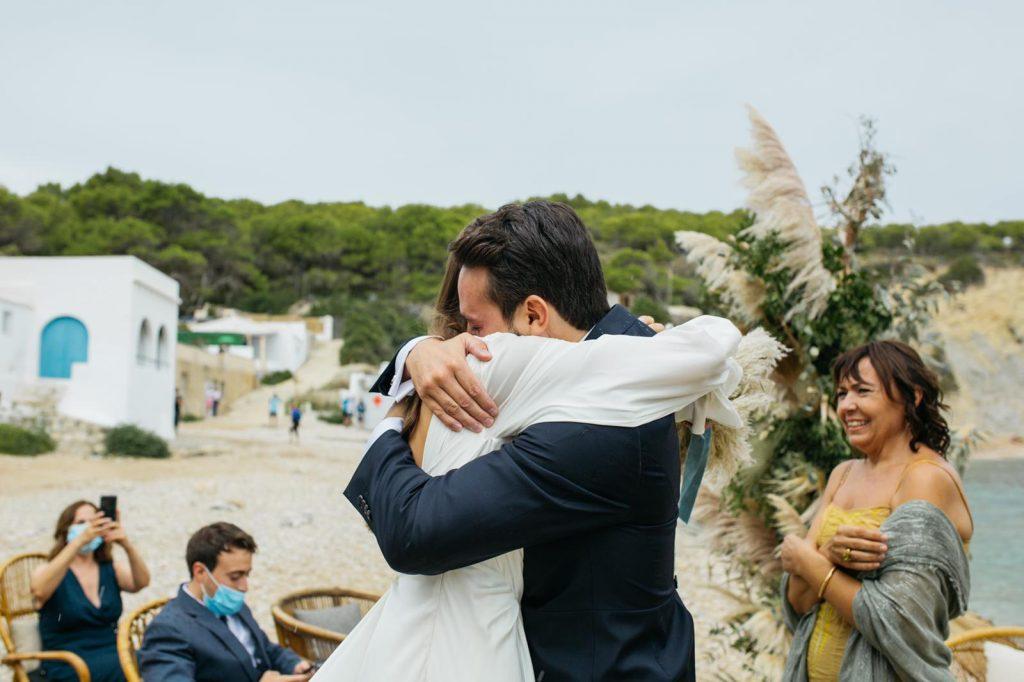 boda covid de Paula y Damian en la playa