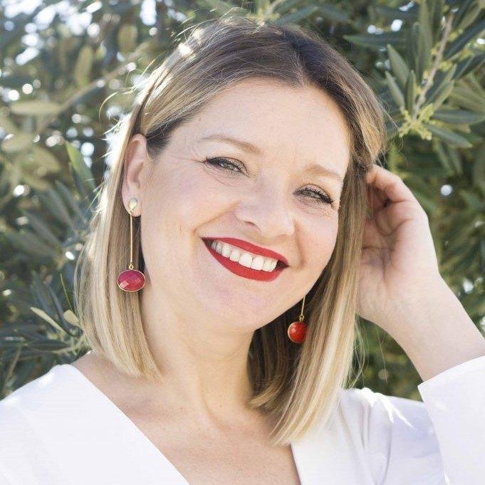 Olga Oficiante de Bodas Sevilla - Oficiante de Bodas en Sevilla (Diana Lacroix)