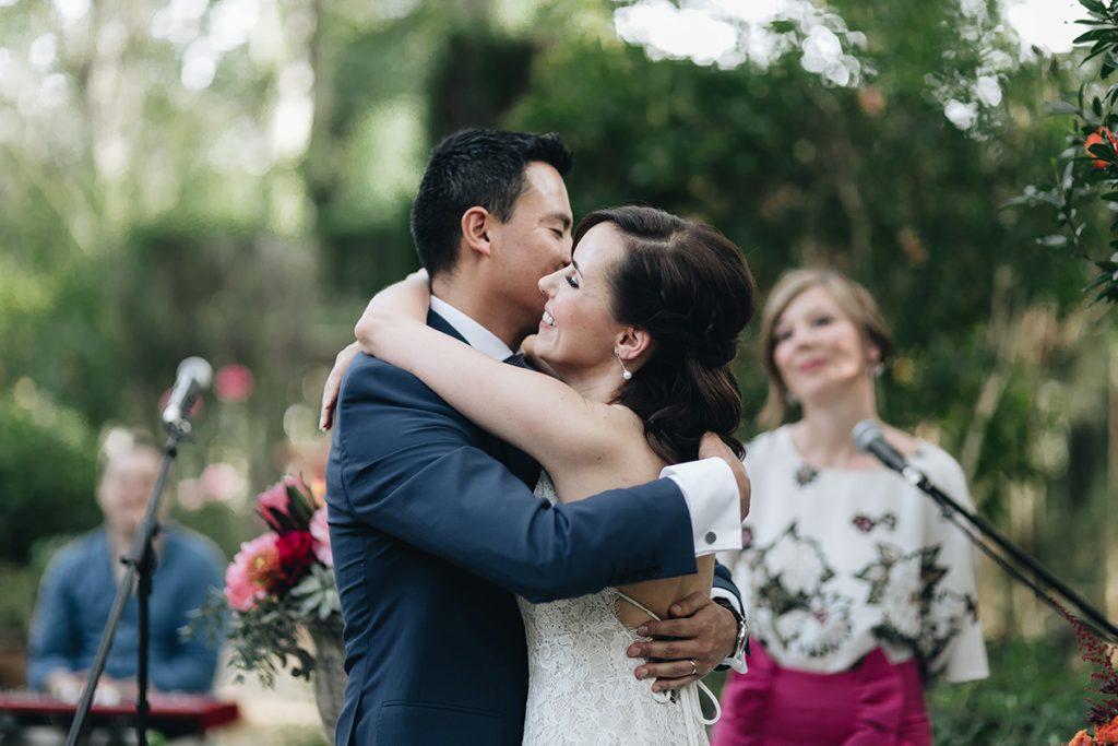 boda civil al aire libre con oficiante de bodas en sevilla.