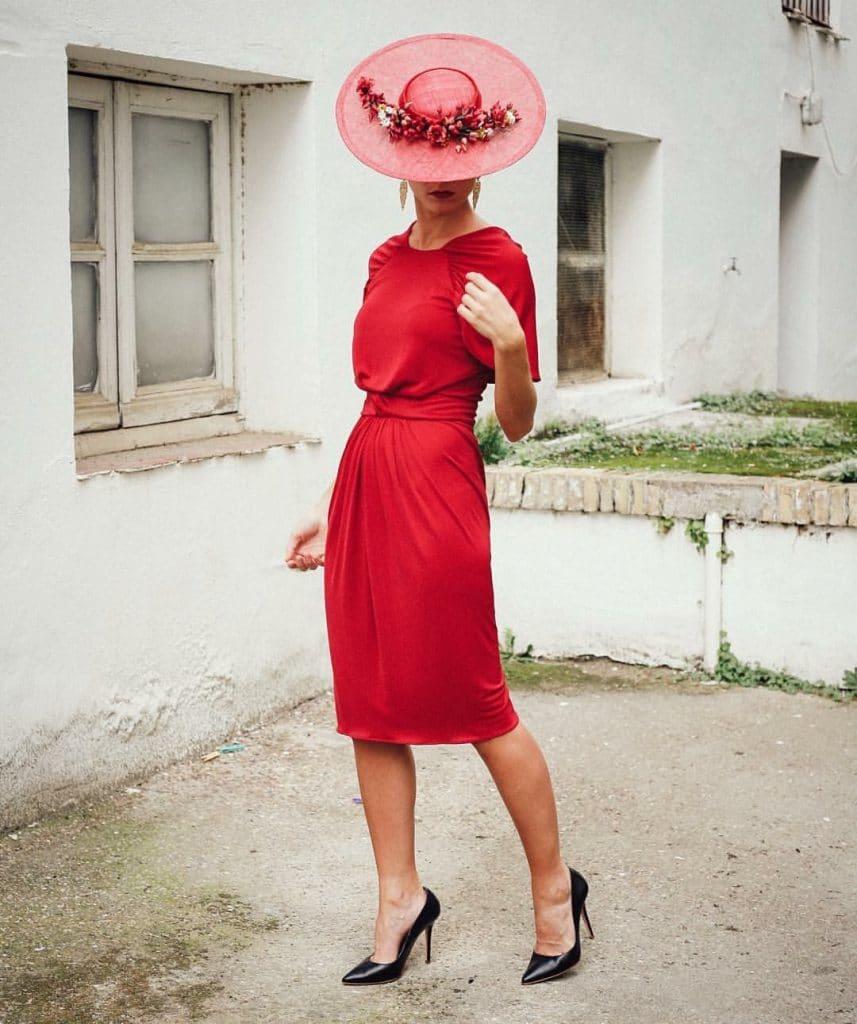 Look invitada boda roja con pamela inspirado en Diana de Gales