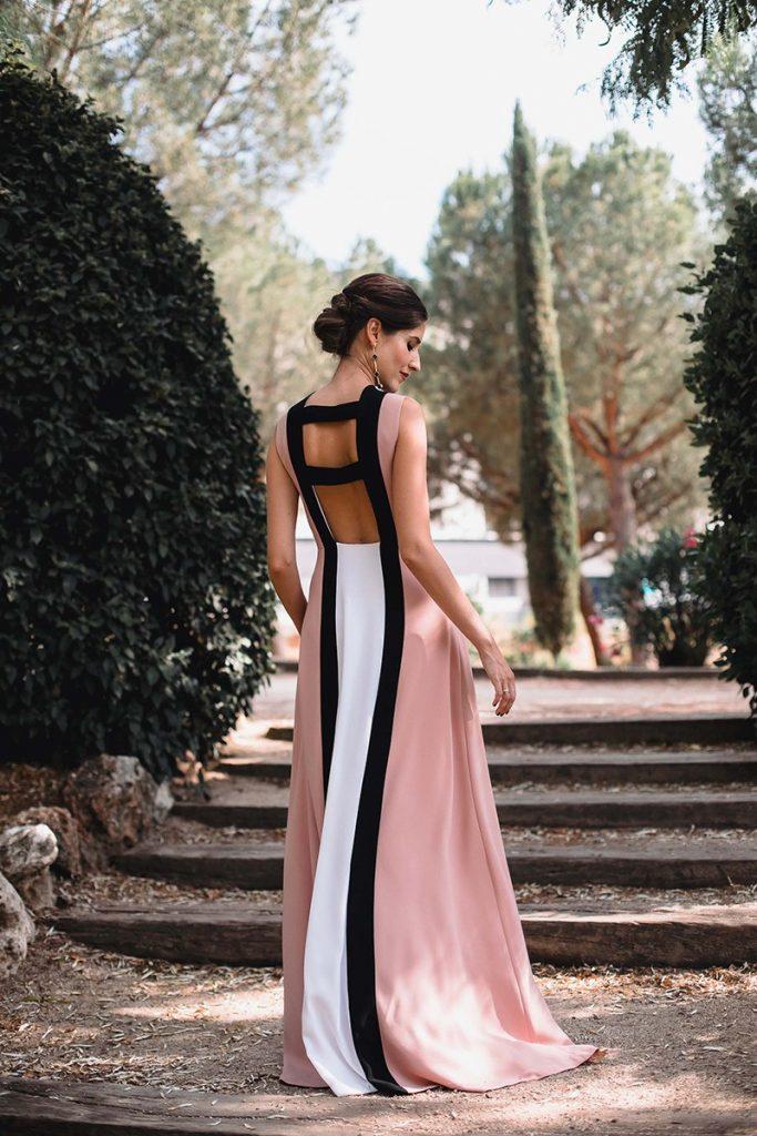 Look invitada inspirada en diana de gales blanco y rosa espalda - 5 Looks para Invitadas de Bodas Inspirados en Diana de Gales