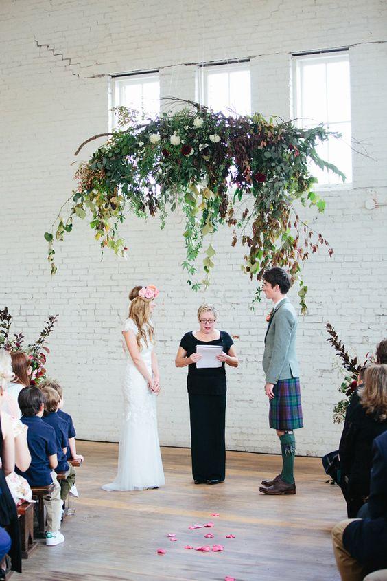 boda minimal rodeada de plantas - Ideas para una Decoración de una Boda Minimalista